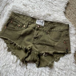 One by One Teaspoon 27 super khaki frayed shorts